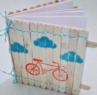 notitieboekje houten stokjes